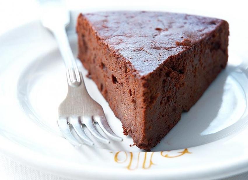 Gâteau moelleux au chocolat et à la canelle