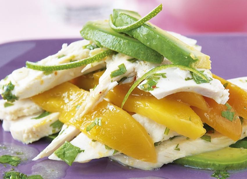 Salade de poulet rôti, mangue, avocat et citron vert