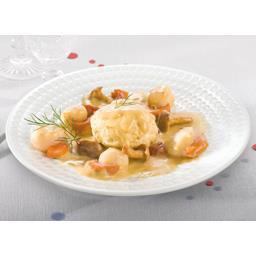 Noix de St Jacques timbale crustacés sauce crème girolles