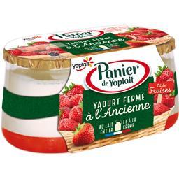 Yaourt ferme à l'ancienne lit de fraises