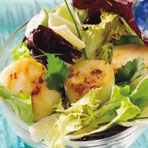 Salade tiède de Saint-Jacques au jus de truffes
