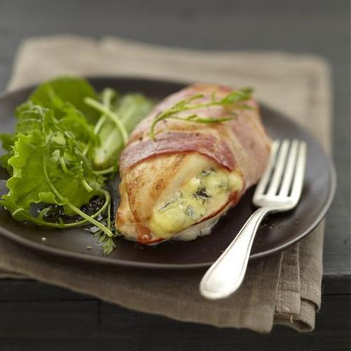 Filet de poulet grillé au bleu et au lard