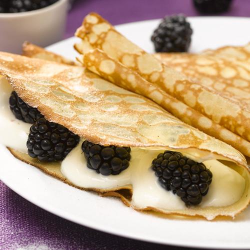 Crêpes aux mûres, au fromage blanc et à la vanille bourbon