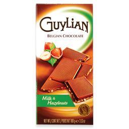 Tablete de chocolate de leite com avelãs
