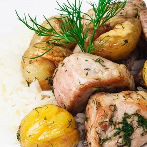 Salteado de carne de porco com castanhas e funcho